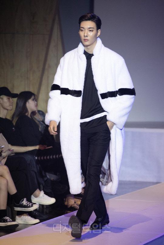 [포토]모던-세련의 현대 남자 `블랑드누아` 패션쇼